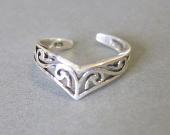 Adjustable Sterling Silver Detailed Chevron Toe Ring, Also Midi Ring, knuckle Ring.
