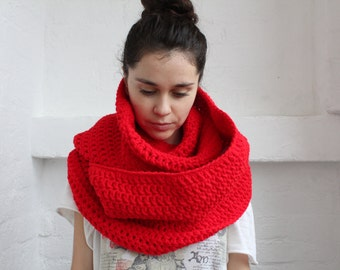Oversized chunky Scarf. crochet cowl scarf. red cowl. chunky scarf. chunky scarf infinity. Cowl scarf. Infinity scarf. chunky red scarf