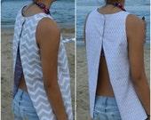 Super Cute Summer Beach Blouse Open Back Top REVERSIBLE Gray Chevron & Daisy XLARGE Only Left