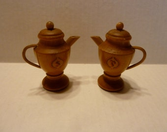 Vintage Teapot/ Coffee Pot Salt and Pepper Shakers