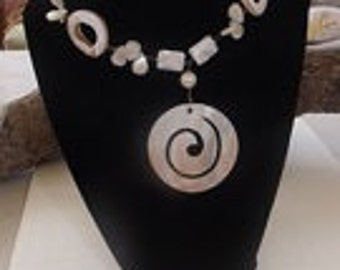 Vintage Mother of Pearl Necklace.