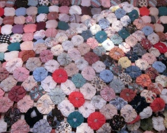 Antique Yo Yo Quilt Coverlet hand made from 60's