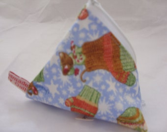 Pyramid purse with Christmas mittens with mice