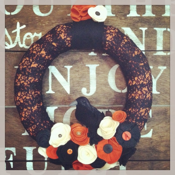 Halloween wreath, black and orange wreath, crow wreath, Halloween decor, Halloween crow wreath