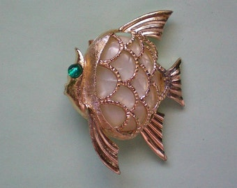 Mother of Pearl Fish Pin - 3041