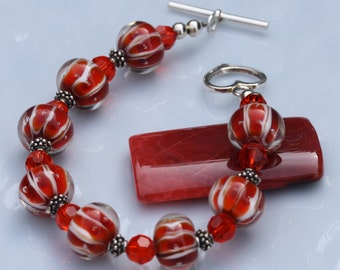 Glass bead bracelet/ red/orange and white