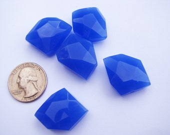 20mm faceted Chalcedony Beads (8 pieces)
