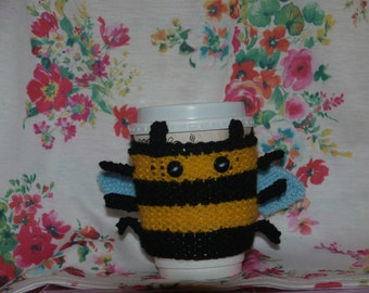 knitted bumble bee cup cosy