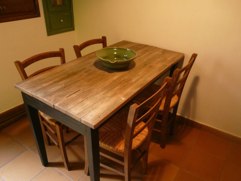 Mesa de cocina con madera antigua reciclada por miulasmobles - Mesas antiguas de cocina ...