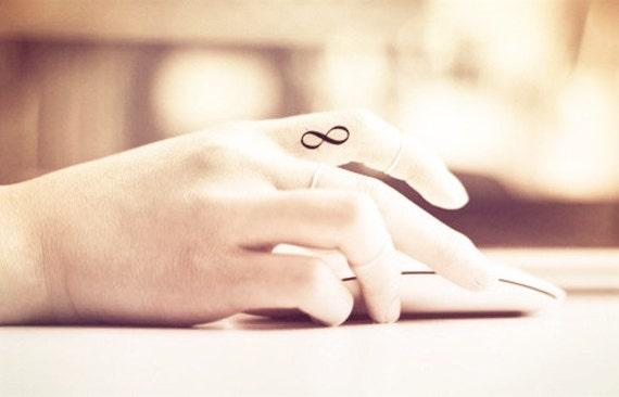 doigt de 4pcs minuscule infini boucle tattoo tatouage par. Black Bedroom Furniture Sets. Home Design Ideas