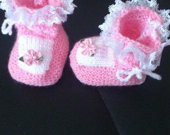 very cute knitted baby shoes for little princesses