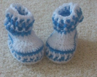 great knitted baby shoes in blue