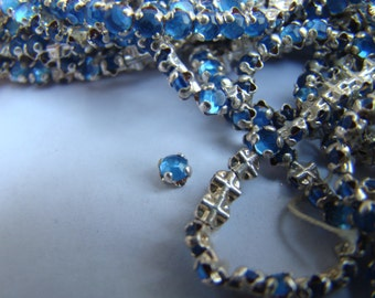 1 Strand Vintage Rose Montees crystals, baby blue, faceted, 3mm - about 150 pieces (018)