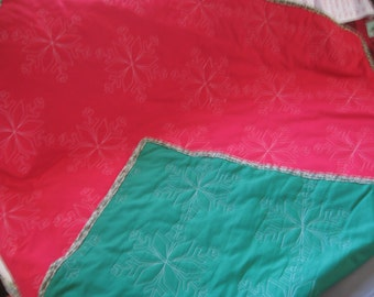 Red/Green Snowflake pattern lap quilt