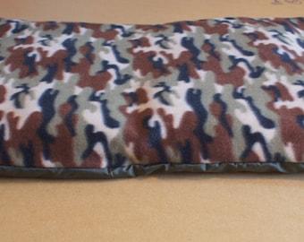 Duvet style fleece/waterproof dog bed/car boot liner - Camouflage