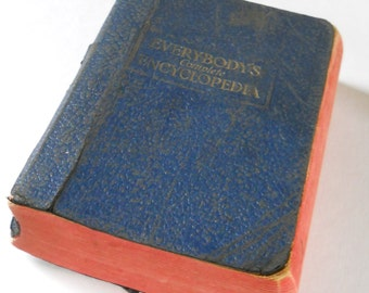 Vintage Encyclopedia Pages Paper • Vintage Everybody's Complete Encyclopedia