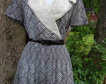 Vintage 50s Sheer B & W Dress S M w Organza Collar Side Zip Belt Accordion Pleats