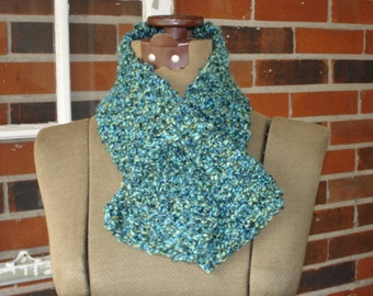 Knitted Scarflette Chunky with Keyhole Assorted Colors
