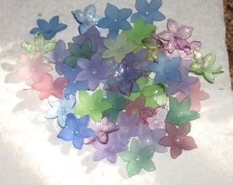 40 Lucite Flower Beads Acrylic Flower Beads Mini Daffodil Shady Cottage Assortment