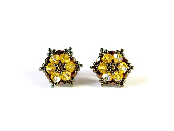 Swarovski crystal stud earrings, handwoven swarovski earrings, Bead-woven star stud earrings, yellow bronze - little star