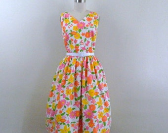 1960s Dress  ..  Vintage  60s New Look Floral  Sundress  .. Size Medium
