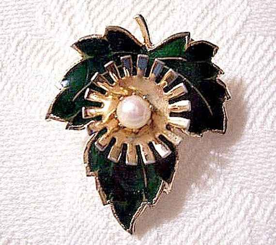 Forest Green Pearl Flower Pin Brooch Gold Tone Vintage Long Stem Scalloped Edge White Prong Set Bead Center Striped Accents