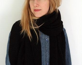 Big textured cashmere black scarf