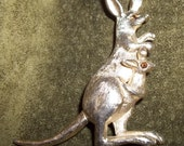 AVON Kangaroo Brooch w. Moving Tail -  Flawless condition