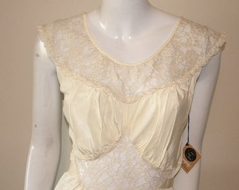 40s Vintage Seamprufe Pastel Yellow Rayon & Lace Nightgown Size 32
