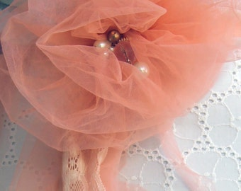 Wedding bride one flower a brooch that changes to belt
