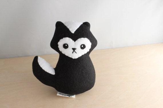 Skunk Plushie. Stuffed Animal, Skunk Softie, Woodland Plush Toy, Soft sculpture, Skunk Doll, Fleece Softie, Cute Skunk, Small Plushie
