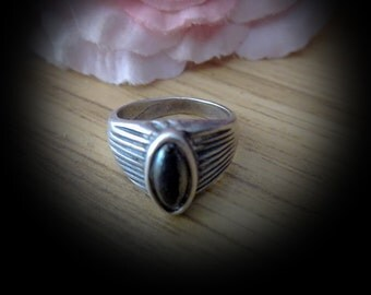 70's Delicate Authentic Black ONYX Set in a Striped 925 Sterling Silver (Stamped) Ring - Size 5