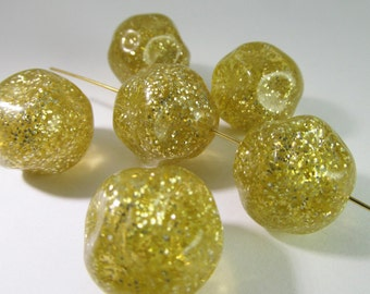 10 Vintage 18mm Gold Lucite Glitter Nugget Beads Bd910