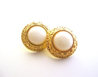 White and Gold buttons set of 2