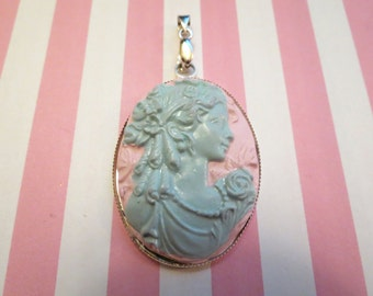 Victorian Beauty Cameo Pendant (mint/pink)