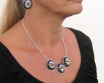 Embroidered necklace, embroidered jewelry, lovely hand embroidered pendant necklace with white daisies.
