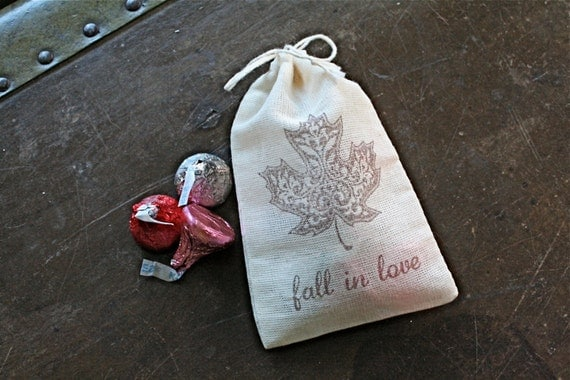 Autumn wedding favor bags, 3x4.5. Set of 50 double drawstring muslin bags. Fall maple leaf with Fall in Love text in brown.