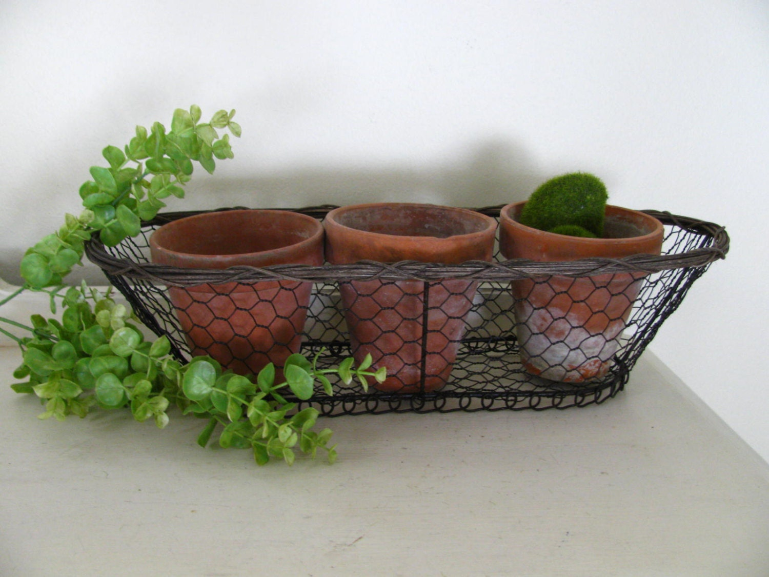 Oval Chicken Wire Metal Flower Basket & 3 Clay Pots Home or