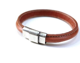 Leather Bangle Bracelet, Bridle Leather, Horse Bridle, Equestrian Jewelry, Cognac Leather, Chestnut Bracelet, Horse Jewelry, Regalize
