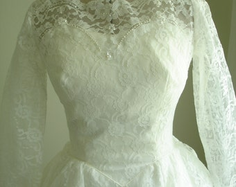 1950's Lace Tiered Wedding Dress Bridal White Sheer Sleeves Ballgown w/Chapel Train