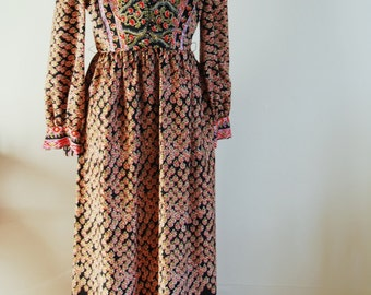 Boho-style, graphic, floral print maxi dress by Suzy Perette for Victor Costa. Size M.
