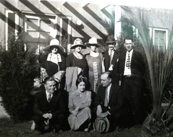 Vintage 1910s Snapshot Group of Stylishly Dressed Friends in a Garden