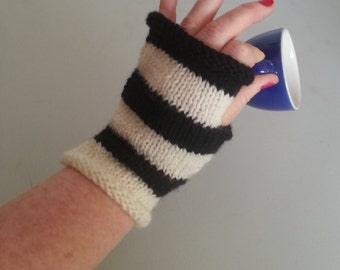 Fingerless gloves - dog walking gloves - gift for her - warm mittens accessories - womens gloves - black and white - knitted mittens