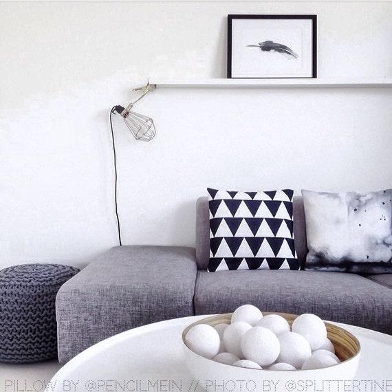 Black and White Triangle Throw Pillowcase