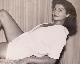 1950's Pretty Pin Up Girl Shows Some Leg Snapshot Photo - Free Shipping
