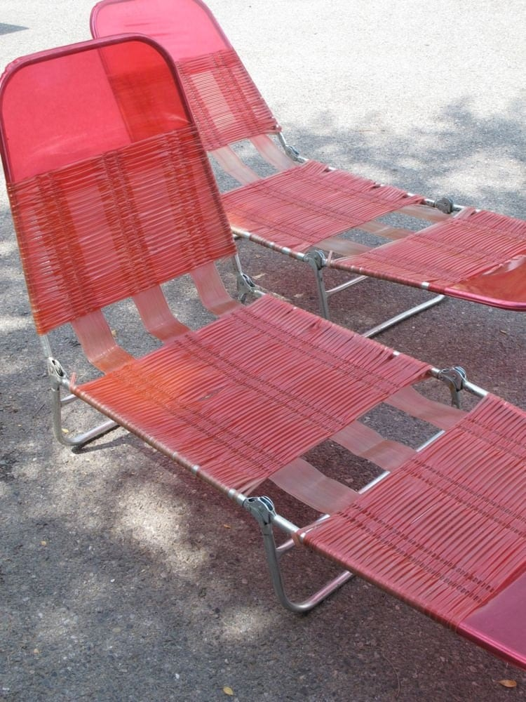 Pair folding chaise lounge beach patio deck chair retro pink for Beach chaise longue
