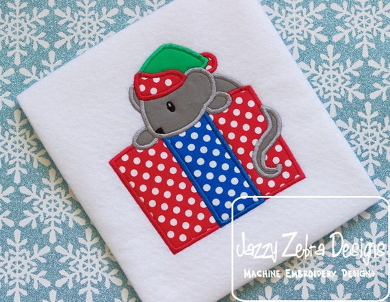 Mouse with Present Appliqué embroidery Design - mouse Appliqué Design - Christmas Appliqué Design - gift Applique Design - present Applique