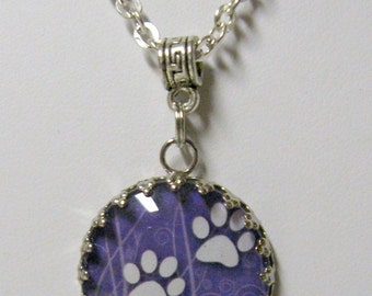Paw print pendant and chain - PPP05-006 - lavender