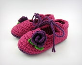 Pink Baby Shoes - crochet baby shoes, flower booties, flower baby shoes, infant girl booties, infant girl clothes, crochet baby booties