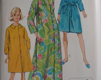 Vintage 1968 Misses Jiffy Robe in Two Lengths Pattern - Simplicity 7958 - Size Small (10-12), Bust 31 1/2 - 32 1/2